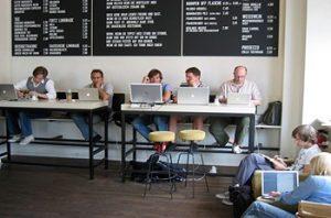 arbeitende Menschen am Computer